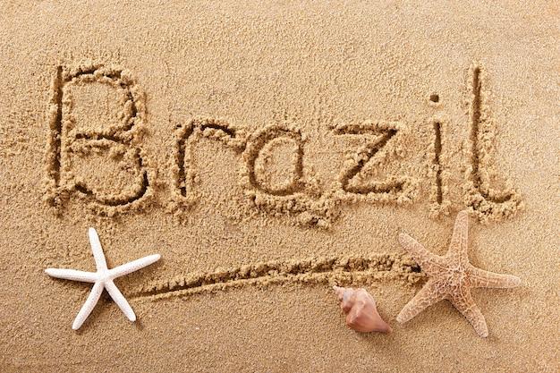 Mensaje de signo de arena de playa de brasil