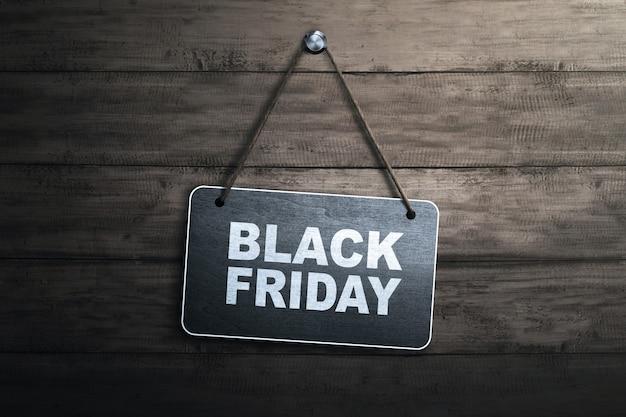 Mensaje de viernes negro escrito en pizarra colgante