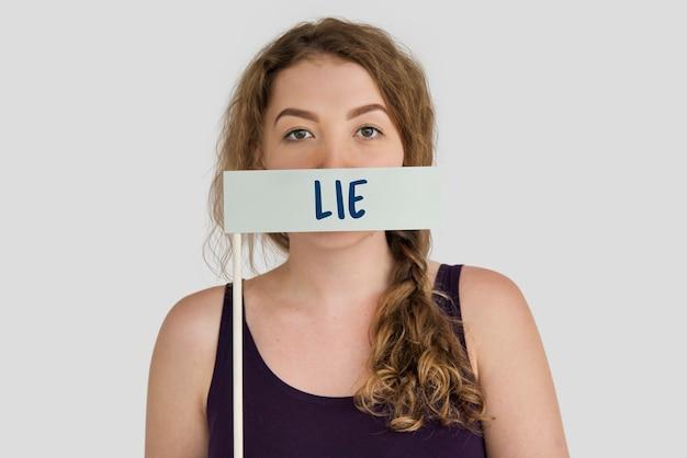 Mentir falso concepto de palabra trampa
