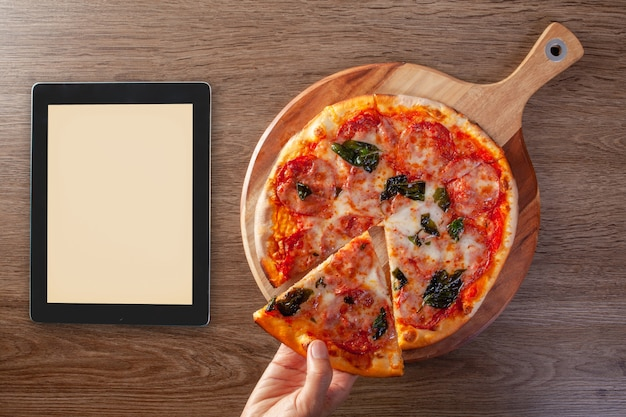 Menú de comida de entrega de pizza concepto