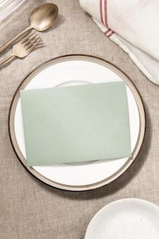 Menú de restaurante en placa