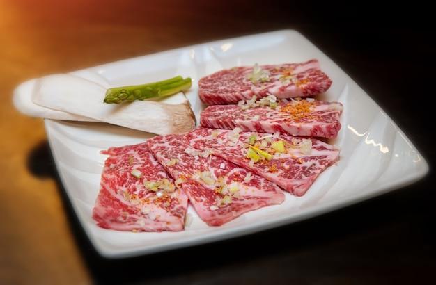 Menú de yakiniku de carne japonesa.