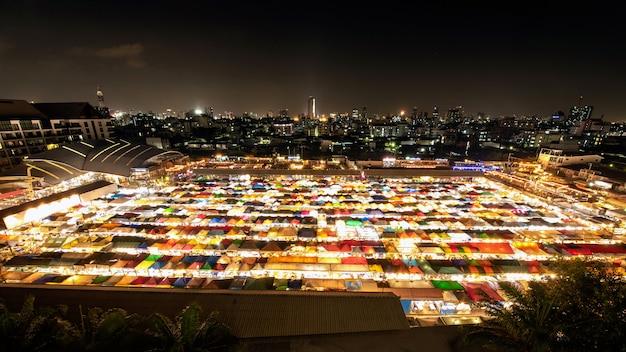 Mercado de pulgas en la azotea múltiple