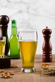 Merienda y cerveza fría