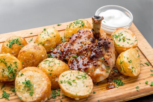 Merienda hermosa y sabrosa comida en un plato
