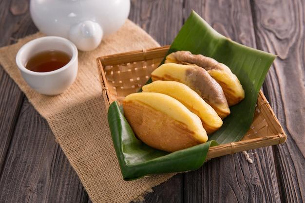 Merienda pukis. comida callejera indonesia