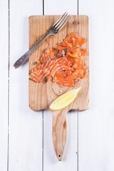 Merienda con salmón salado