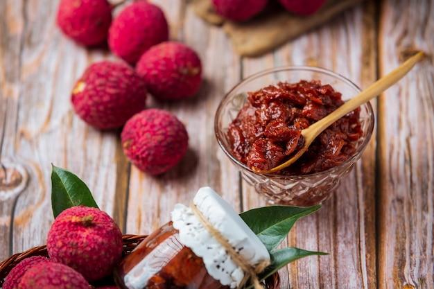 Mermelada de fruta de lichi postre delicioso para el desayuno, comida tailandesa.