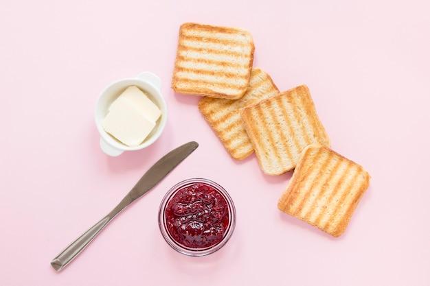 Mermelada y mantequilla para tostadas