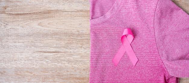 Mes de concientización sobre el cáncer de mama con cinta rosa