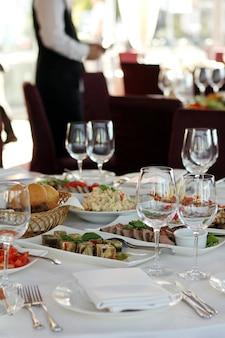 Mesa de banquete en restaurante