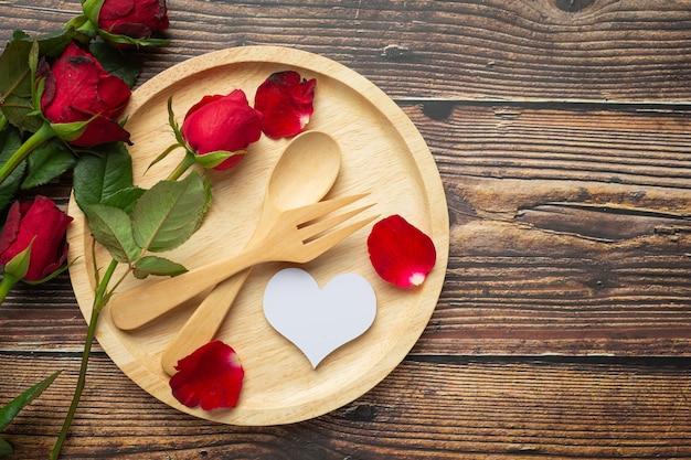 Mesa de cena romántica concepto de amor