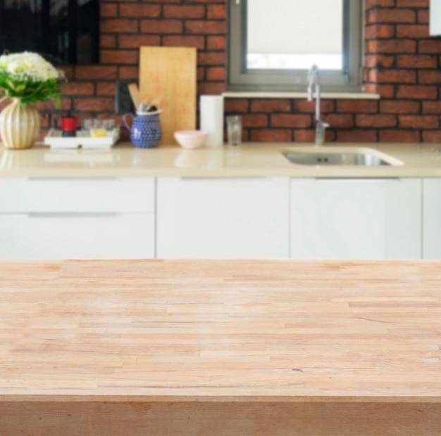 Mesa de cocina - expositor de productos con cocina borrosa