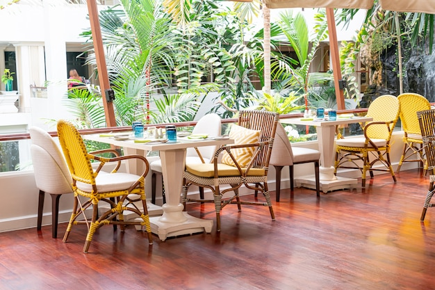 Mesa de comedor en la cafetería restaurante