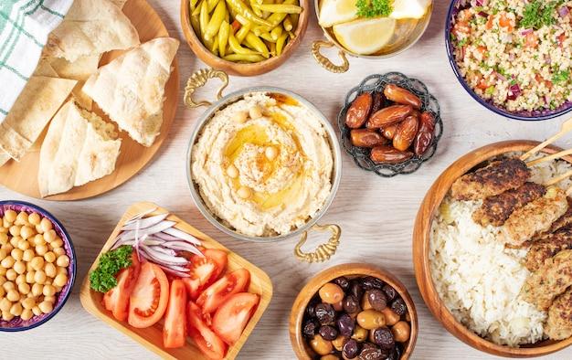 Mesa de comida arabe