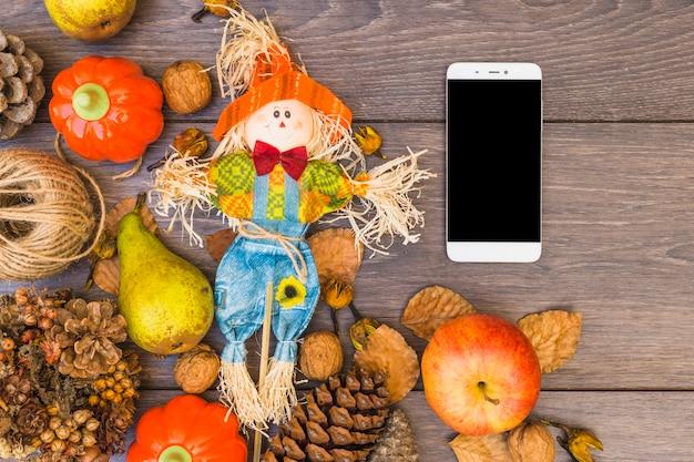 Mesa cubierta con verduras y smartphone.