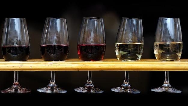 Mesa de degustación de vinos