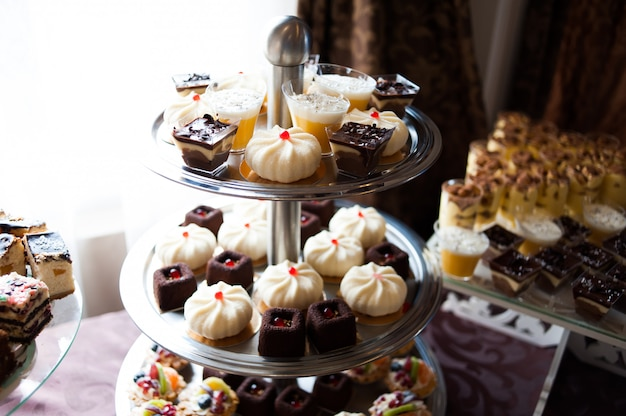 Mesa dulce en la boda. tendencias de decoración.