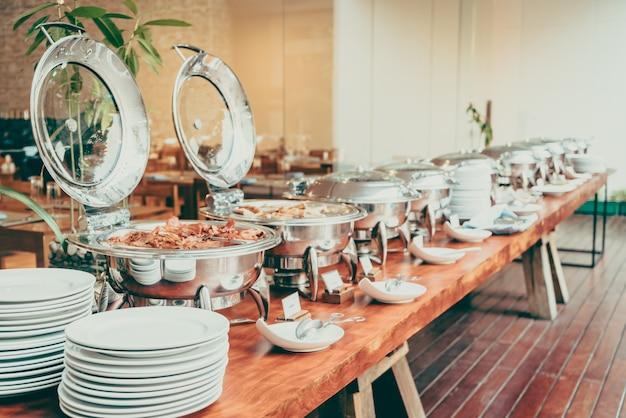 Mesa gourmet plato de catering blanco