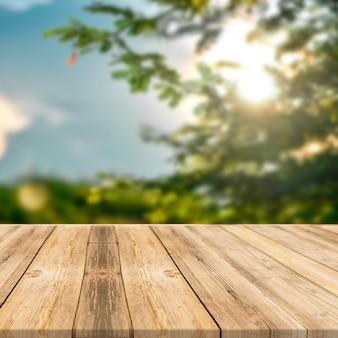 Mesa de madera en árboles verdes al aire libre naturaleza luz solar fondo de pantalla cuadrada