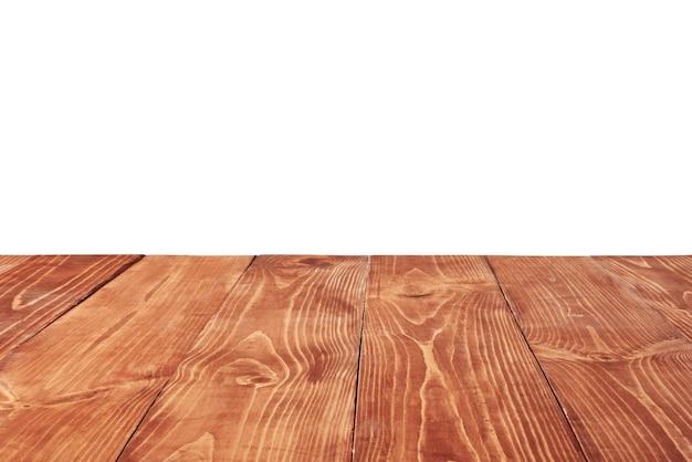 Mesa de madera natural rugosa con textura antigua en blanco sobre un fondo blanco para presentar y montar sus productos. se utilizó el apilamiento de enfoque para crear una profundidad de campo completa.