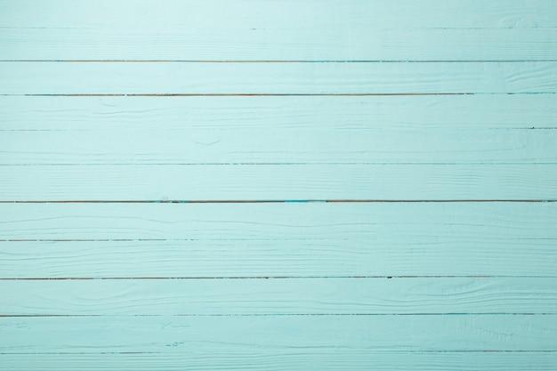 Mesa de madera pintada en azul menta