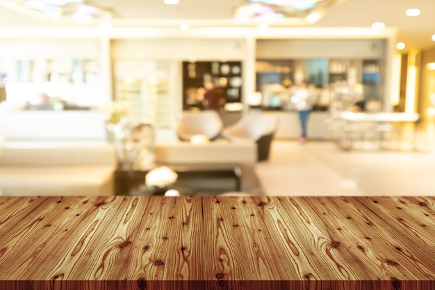 Mesa de madera vacía con borrosa de cafetería, cafetería, bar