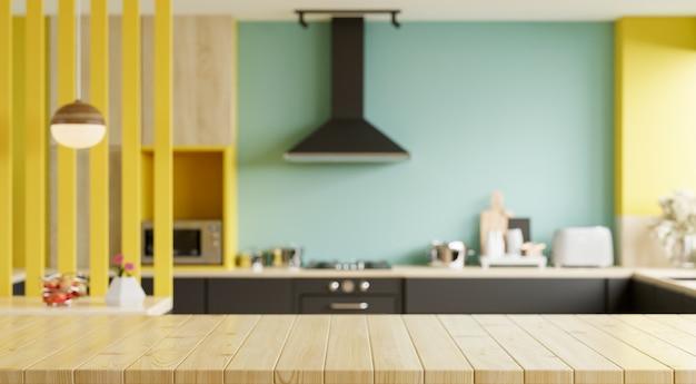 Mesa de madera vacía en la cocina borrosa