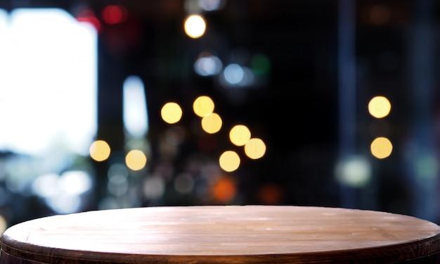 Mesa de madera vacía desenfoque cafetería ligera