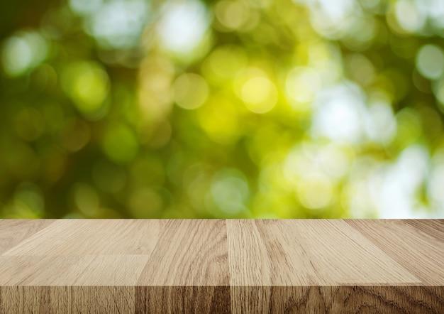Mesa de madera vacía con fondo abstracto bokeh claro para montaje de su producto