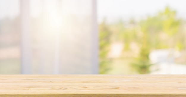 Mesa de madera vacía con fondo de desenfoque abstracto de cortina de ventana para exhibición de productos