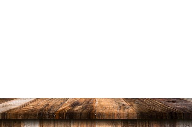 Mesa de madera vacía sobre fondo blanco aislado y montaje de pantalla con espacio de copia para el producto.