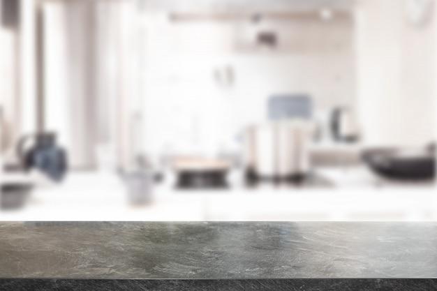 Mesa de mármol, espacio de escritorio y borrosa de fondo de cocina. se puede utilizar para montaje de exhibición de productos. presentación de negocios.