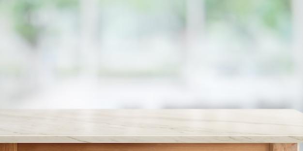Mesa de mármol superior en el fondo de la sala de cocina