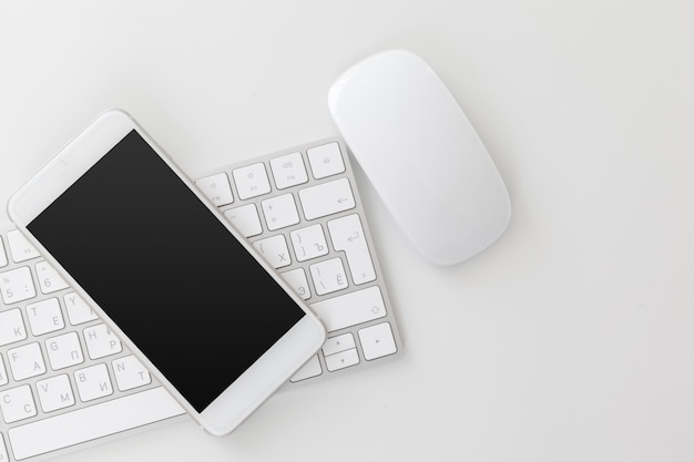 Mesa de oficina con teclado