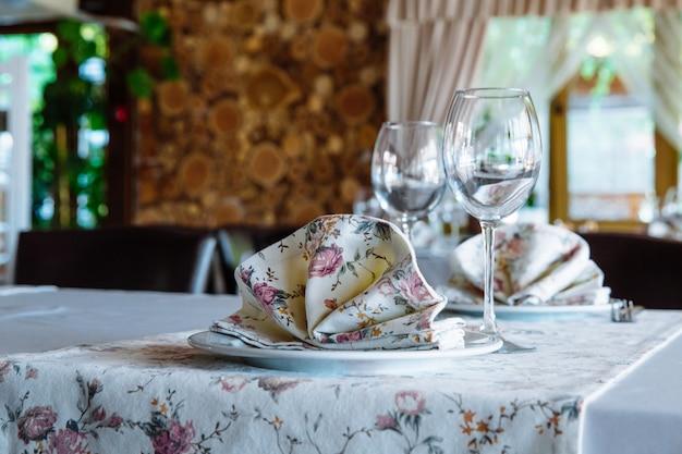 Mesa puesta en el restaurante