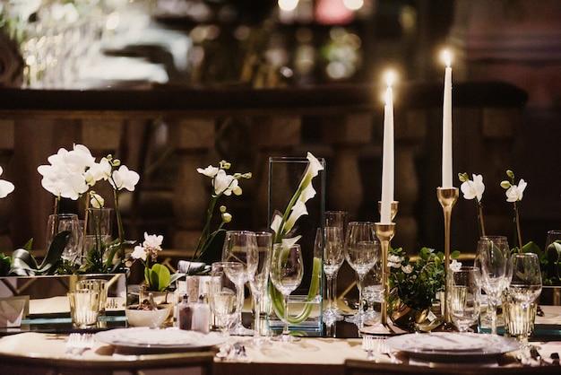 Mesa romántica para una velada inolvidable