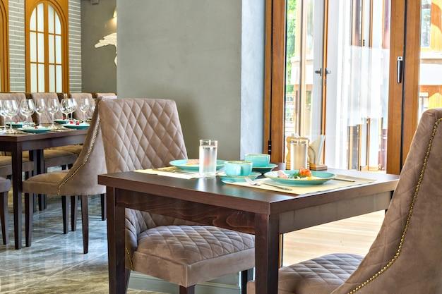 Mesa servida en restaurante