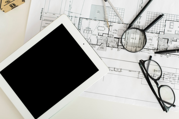 Mesa de trabajo de un arquitecto ingeniero maqueta vista superior