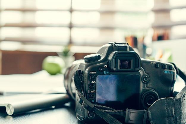 Mesa de trabajo de un fotógrafo de cerca