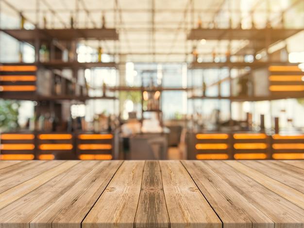 Mesa vacía en el fondo de la cafetería.