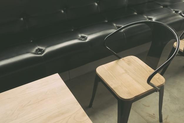 Mesas y sillas en restaurante (imagen procesada vinta filtrada