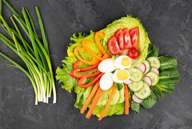 Meseta de alimentos frescos y saludables
