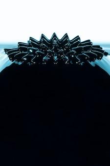 Metal líquido ferromagnético con espacio de copia