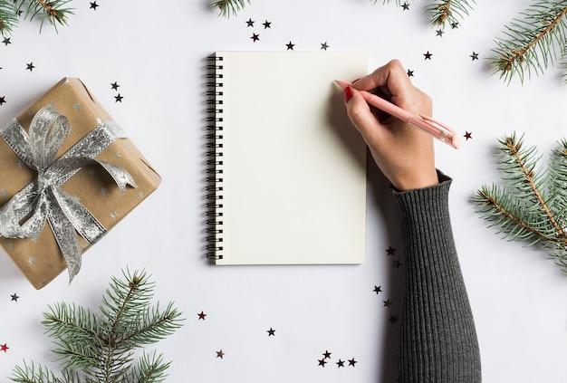 Metas planes sueños hacer lista de tareas para año nuevo navidad concepto escrito