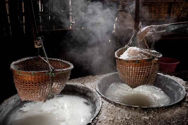 El método para hacer sal de montaña natural