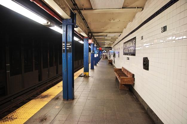 Metro en la ciudad de nueva york de estados unidos