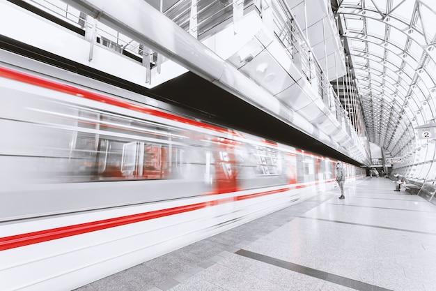 Metro desenfocado