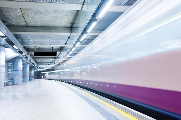 Metro o estación de tren