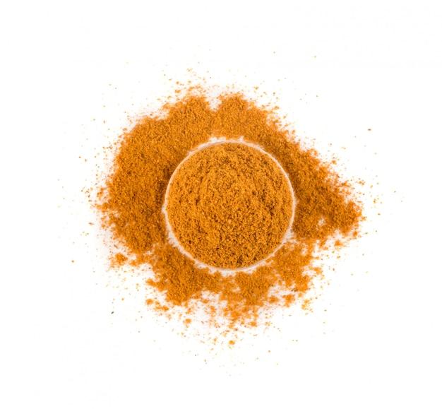 Mezcla de condimento de naranja en polvo aislado sobre fondo blanco vista superior